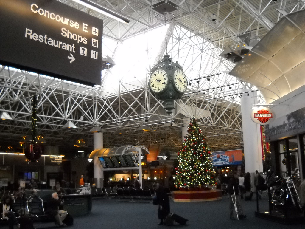 Milwaukee Airport is located 5 miles (8 km) south of downtown Milwaukee.